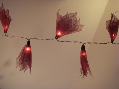 guirlande de 35 fleurs rouges. Black Bedroom Furniture Sets. Home Design Ideas